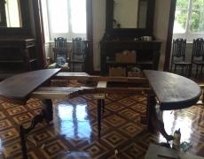 Mesa de jantar em madeira maciça de carvalho e castanho